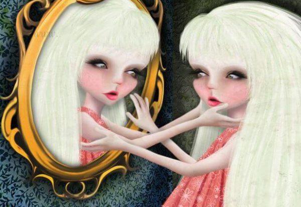 mujer-narcisista-mirándose-al-espejo